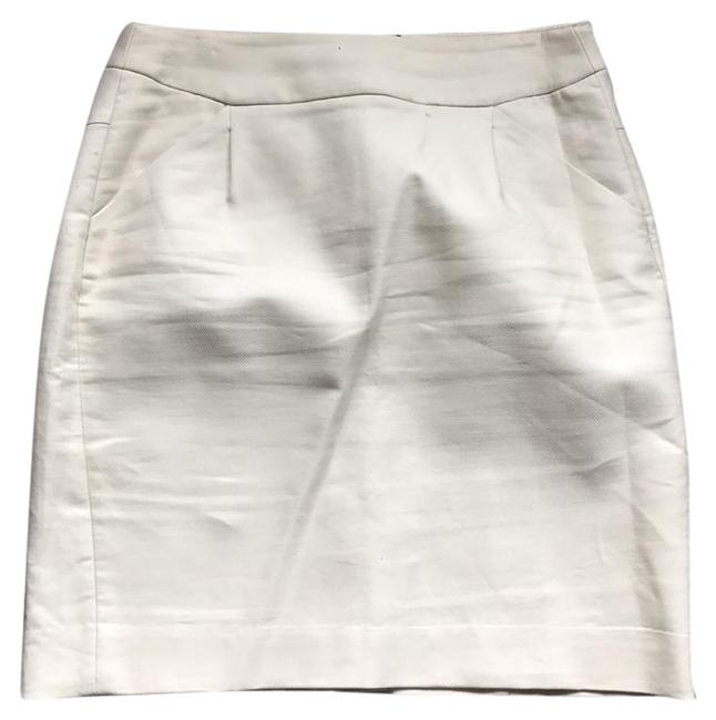 Preload https://img-static.tradesy.com/item/21341111/jcrew-cream-no-pencil-knee-length-skirt-size-2-xs-26-0-1-650-650.jpg