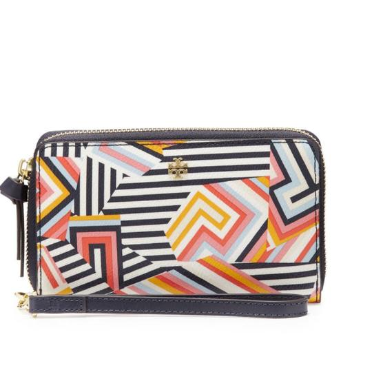 Preload https://img-static.tradesy.com/item/21341864/tory-burch-new-ivoryrivier-kerrington-11169018-smartphone-wristlet-wallet-0-6-540-540.jpg