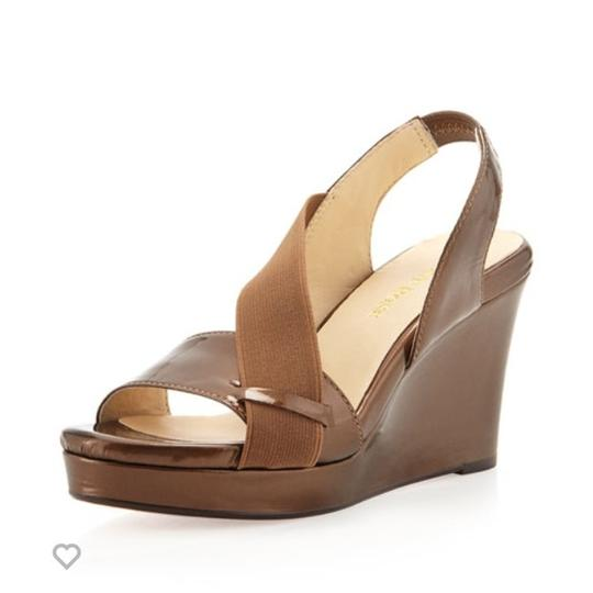 Preload https://img-static.tradesy.com/item/21342077/taryn-rose-bronze-shae-wedges-size-us-95-0-0-540-540.jpg