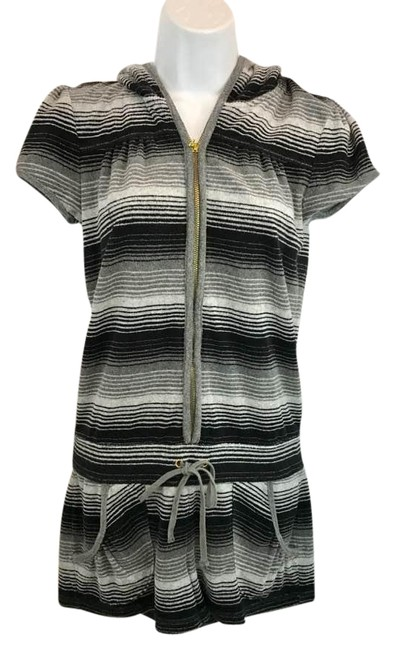 Preload https://img-static.tradesy.com/item/21342894/juicy-couture-terry-hooded-romper-s-short-casual-dress-size-6-s-0-2-650-650.jpg