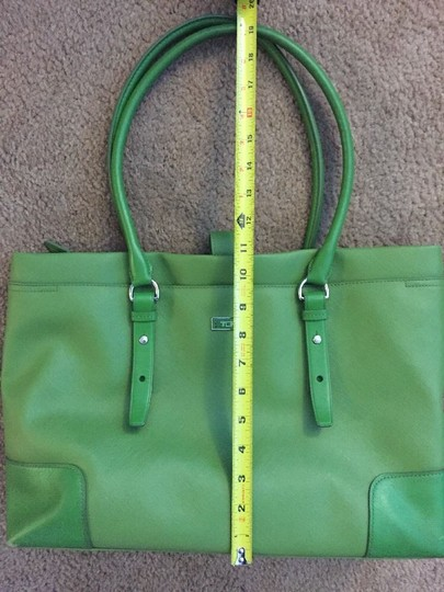 Tumi Tote in green Image 7