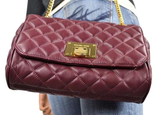 Preload https://img-static.tradesy.com/item/21345971/michael-kors-35t6gvaf1l-vivianne-merlot-quilted-leather-shoulder-bag-0-1-540-540.jpg