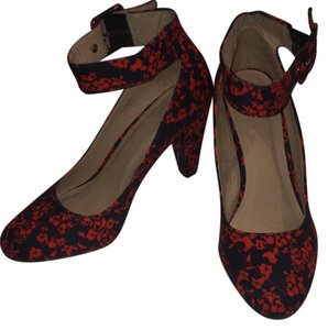 1 Madison navy and red floral Pumps
