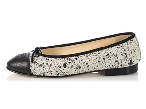 Chanel Hr.l0220.02 Ballerina Speckled Stingray Cc White and Black Flats