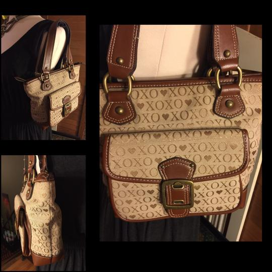 XOXO Satchel in tan/brown Image 2