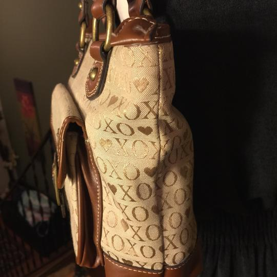 XOXO Satchel in tan/brown Image 6