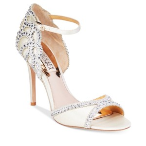 Badgley Mischka Ivory satin Sandals