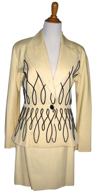Preload https://item1.tradesy.com/images/dior-cream-christian-by-gianfranco-ferre-skirt-suit-size-8-m-2135030-0-3.jpg?width=400&height=650