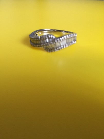 Ross-Simons bypass style ring Image 1