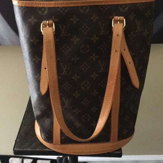 Louis Vuitton GM Bucket With Make Up Pouch Hobo Bag Image 1