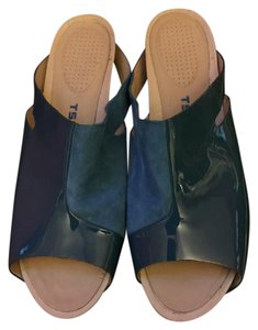 Tsubo Blue Suede Wedges