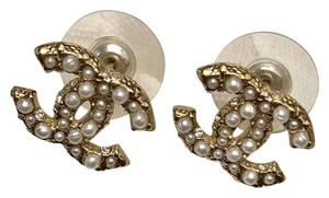 Chanel NEW 2017 Chanel Pearl Crystal CC Stud Earring