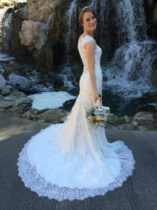 Allure Bridals Ivory Lace 9068 Wedding Dress Size 4 (S)