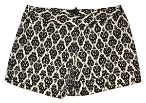 White House | Black Market Shorts Black and White