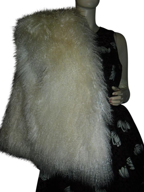 Preload https://img-static.tradesy.com/item/21360241/mongolian-curly-fur-off-white-shawl-vest-size-12-l-0-1-650-650.jpg