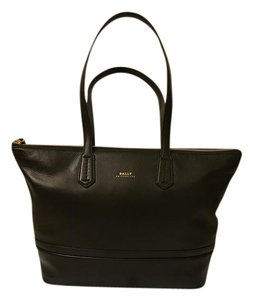 Bally Leather Handbag Tote in Black Leather