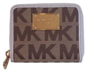fd2e28651128 Michael Kors Jet Set Logo Bifold Zip Around PVC Coin Wallet NWT Beige  Vanilla