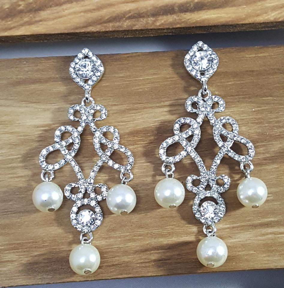 Silver plated white pearl ravishing faux chandelier earrings arubaitofo Image collections