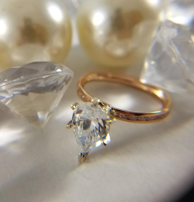 Item - Rose Gold 14k Solid White 2ct Pear Shape Eternity Size 5 Engagement Ring