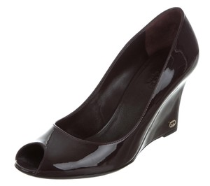 Gucci Gg Gold Hardware Peep Toe Patent Leather Black Pumps