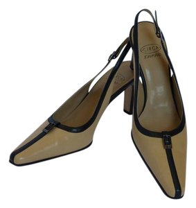 Joan & David Vintage Classic Tan & Black Pumps