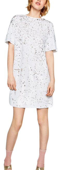 Preload https://img-static.tradesy.com/item/21369949/zara-sequins-short-cocktail-dress-size-4-s-0-1-650-650.jpg