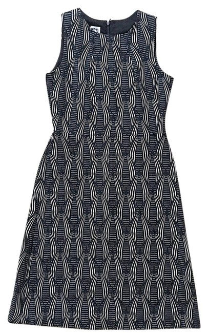 Preload https://img-static.tradesy.com/item/21370766/anne-klein-black-and-white-graphic-mid-length-workoffice-dress-size-2-xs-0-1-650-650.jpg
