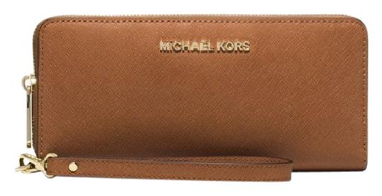 Preload https://img-static.tradesy.com/item/21371151/michael-kors-luggage-jet-set-travel-leather-continental-wristlet-wallet-0-1-540-540.jpg