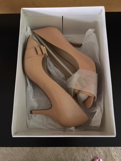 Nine West Light Natural Pumps