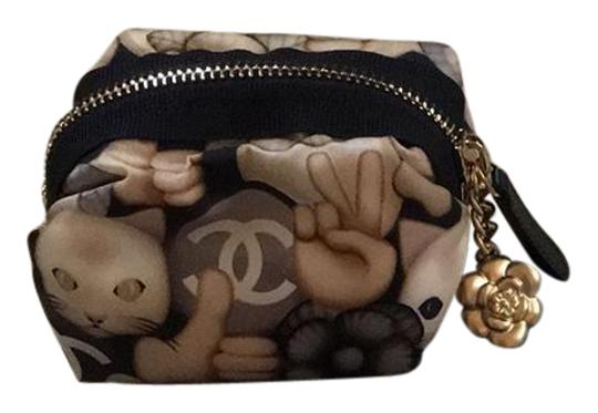 Preload https://img-static.tradesy.com/item/21371932/chanel-emoji-gold-o-case-pouch-wallet-0-1-540-540.jpg
