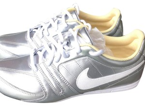 Nike silver/yellow Athletic