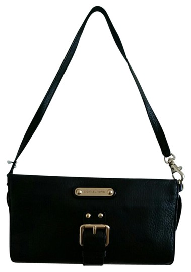 Preload https://img-static.tradesy.com/item/21372291/michael-kors-like-a-wristlet-with-a-removable-strap-black-leather-baguette-0-1-540-540.jpg