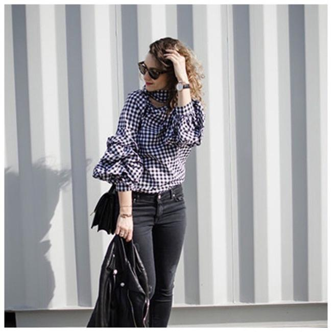 Preload https://img-static.tradesy.com/item/21372373/black-and-white-check-open-neck-ruffle-d40-blouse-size-8-m-0-0-650-650.jpg