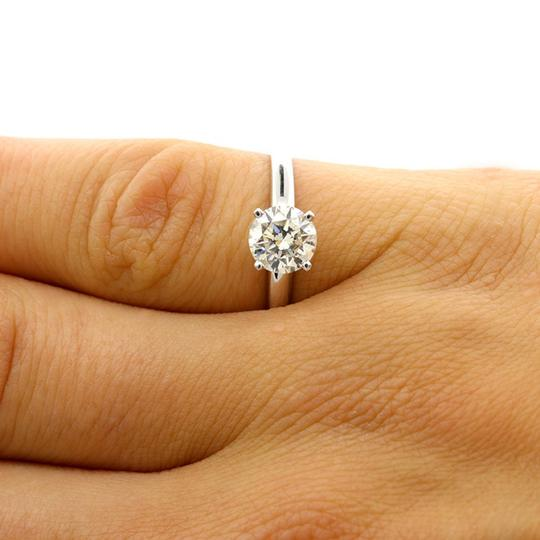 White 1.01 Cts Round Shaped In 14k Gold Engagement Ring Image 2