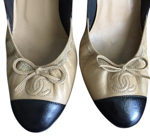 Chanel Black and beige Pumps