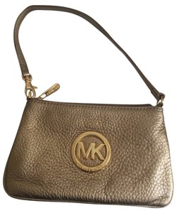 Michael Kors Wristlet in Metallic/gold