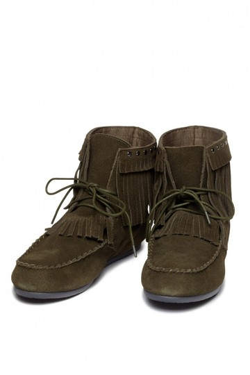 Preload https://img-static.tradesy.com/item/21373144/yellow-box-olive-comfortable-new-fringe-and-studs-festival-moccasin-bootsbooties-size-us-8-regular-m-0-0-540-540.jpg