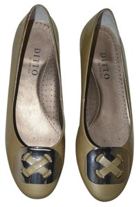 Ditto by Van Eli Size 6.5 gold Patent Flats