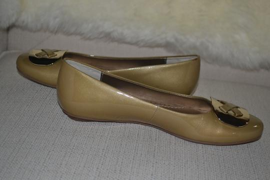 Ditto by Van Eli Size 6.5 gold Patent Flats Image 2