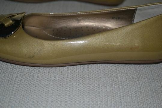 Ditto by Van Eli Size 6.5 gold Patent Flats Image 3