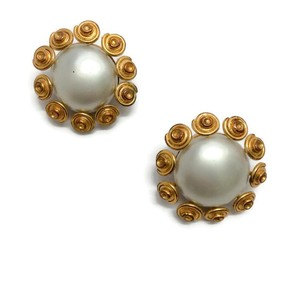 Chanel Vintage 1980's Gray Pearl Earrings