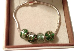 Bella & Chloe SET OF 4- European Style Murano Lampwork glass Beads, Green with glittery Silver. 4mm Hole.