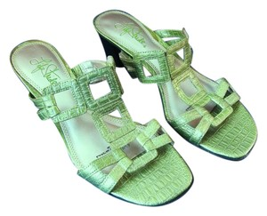 Life Stride Textured Green Sandals