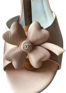 Chanel Cc Clover Leather Ankle Strap Rare Blush Sandals