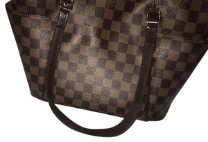 Louis Vuitton Tote in brown exterior, red interior