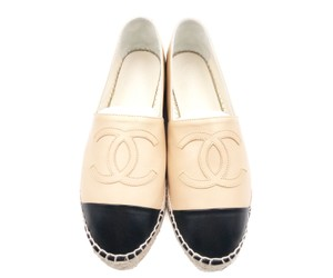 Chanel Beige, black Flats