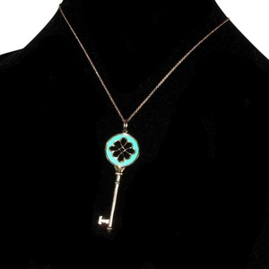 Tiffany & Co. NECKLACE - NEW TEAL SKELETON KEY CHARM & CHAIN STERLING SILVER 925