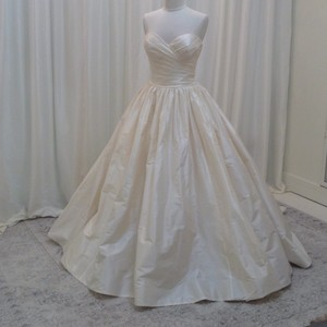 Enzoani Ivory Silk Dupion Lilliana Traditional Wedding Dress Size 8 (M)