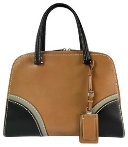 Prada Brown Handle Brown Leather Shoulder Handbag Satchel in Naturale/Nero