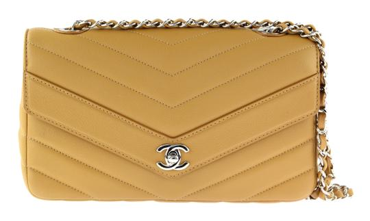 Preload https://img-static.tradesy.com/item/21388862/chanel-chevron-quilted-rectangular-tan-calfskin-leather-shoulder-bag-0-2-540-540.jpg